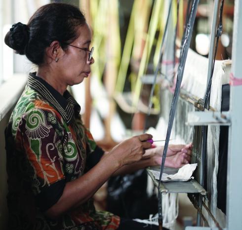 Hand weaving on Jacquard loom